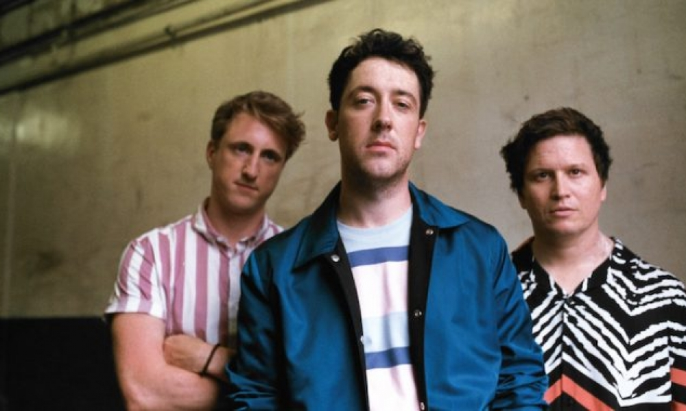 wombats_beesting-press-shot-by-Phil-Smithies.jpg