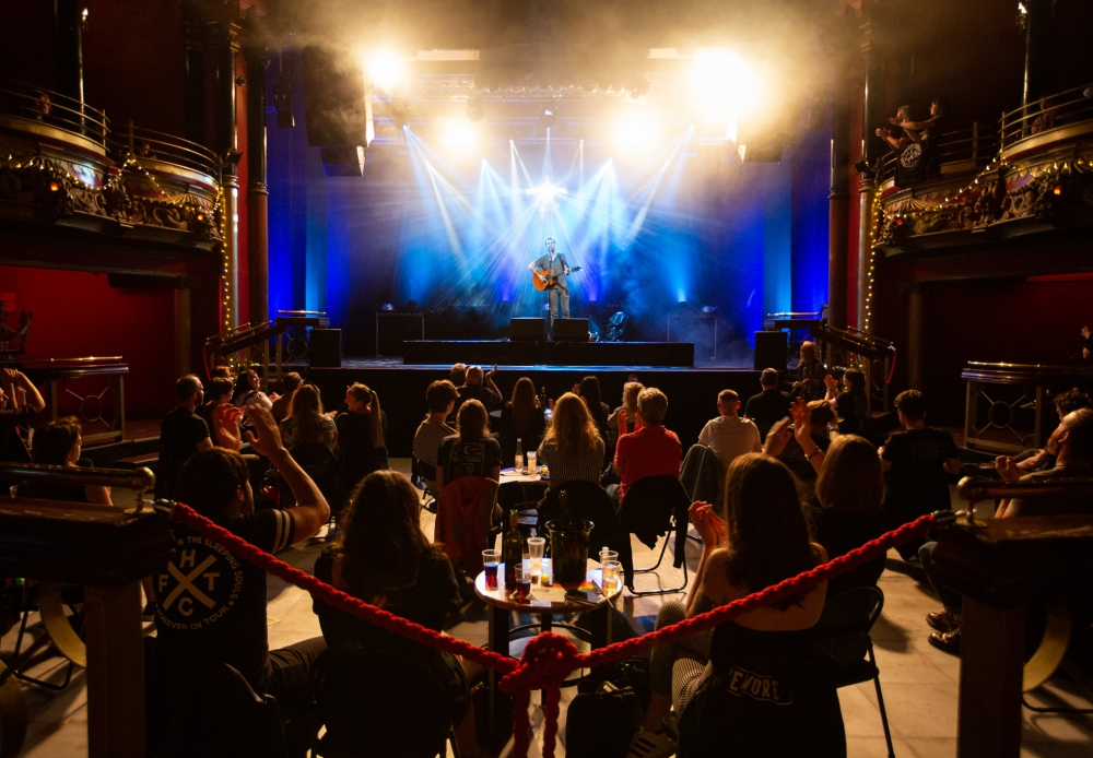 frank turner is one of the first UK artists to play an indoor gig after lockdown